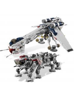 Конструктор KING «Десантный корабль республиканцев и шагающий робот AT-OT» 81055 (Star Wars 10195) 1808 деталей