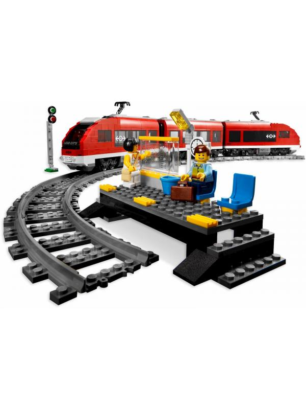 Конструктор Ll «Красный пассажирский поезд» на р/у 28032 (City 7938) / 763 детали